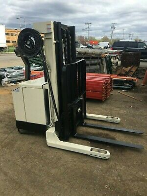 Crown Walk Behind Elec. Forklift 4000lb Cap. 152 Lift Side Shift 24v Wchgr