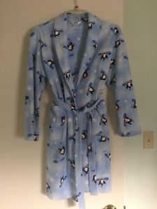 Housecoat with  snowboarding penguins