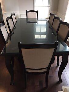Set de salle à diner en bois de haute gamme - À VENDRE