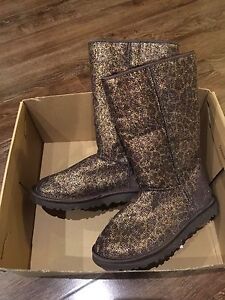 UGG Boots Classic Tall Glitter (New in box ) Size 5