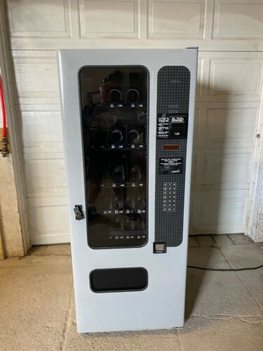 FSI 3039 Vending Snack Machine Lighted 115 Volts Tested