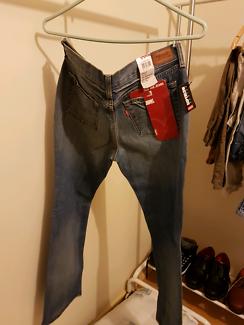 Women's Levis jeans