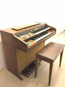 Organ Hammond XL-124
