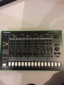 Roland TR-8 Drum Sequencer *authentic 808/909*