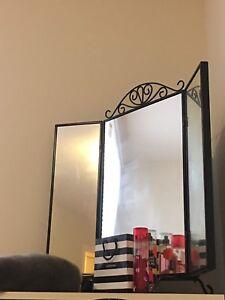 Stand up vanity mirror