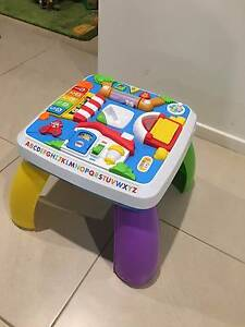 V-Tech 2-In-1 Discovery Table, music and sound desk rrp50 Ingleburn Campbelltown Area Preview