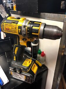 Dewalt drill brushless with battery and charger DCD795