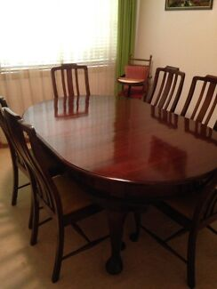 Beautiful antique table and six chairs
