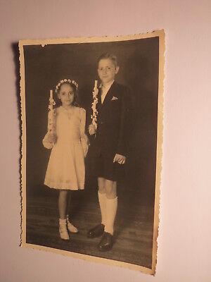 2 Kinder - Mädchen im Kleid & Junge - wohl Kommunion oder Konfirmation / Foto ()