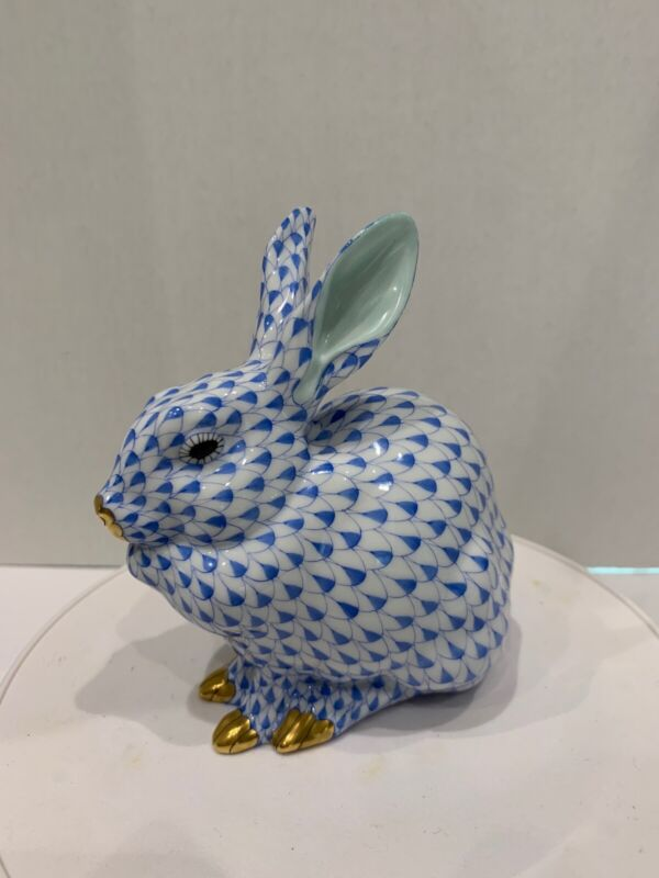 herend figurines fishnet bunny, blue, in perfect condition, authentic