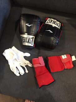 Boxing gloves, wraps and inners