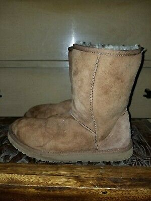 *UGG AUSTRALIA Classic Short Sheepskin BOOT Brown SN 5825 US Size 9! BEST (Best Short Boots)