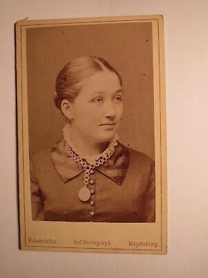 Magdeburg - Mädchen - junge schöne Frau mit Medaillon - Portrait / CDV