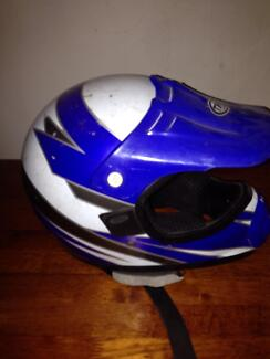 The helmet large youth Owen Wakefield Area Preview