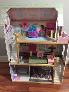 Kid Kraft doll house