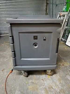 Cambro Cam1100 Camtherm Low Profile Electric Hotcold Cart