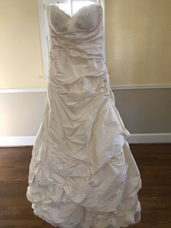 Beautiful Silk Paloma Blanca Strapless Wedding Dress, Effective Size 6-8