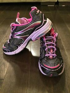 Girls size 4 sketchers running shoes