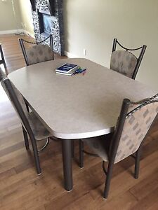 Table and chairs in West Kelowna