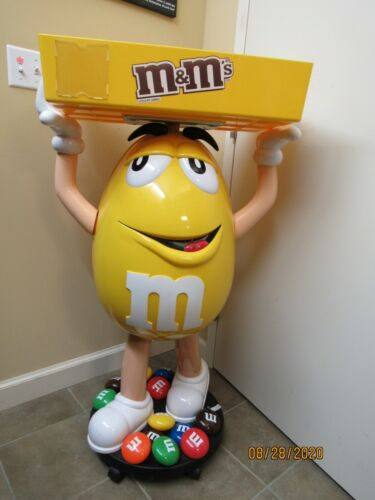 M&M YELLOW CHARACTER CANDY STORE DISPLAY WITH STORAGE TRAY (21923-SHOW-YS)