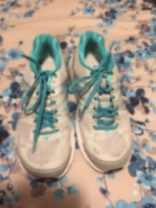 Size 8 new balance sneakers