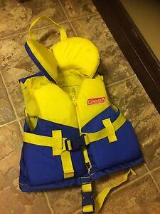VFI / veste / gilet de flottaison bébé / enfant 20 à 30 livres Saguenay Saguenay-Lac-Saint-Jean image 1