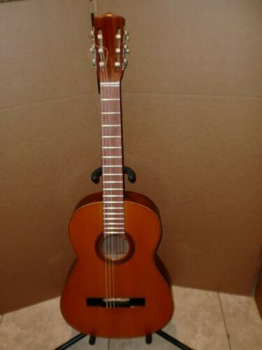 1971 GERMAN PEREZ BARRANCO SPANISH CLASSICAL GUITAR,VERY GOOD CONDITION..LOOK