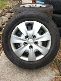 Hyundai i30 stock steel rims, tyres and hub caps
