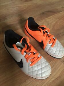 Nike little kid Soccer cleats - Size 10