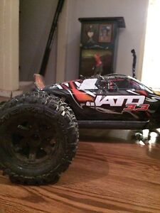 Traxxas jato 3.3 with 2 sets of wheels!