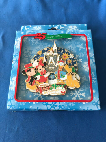 VERY MERRY CHRISTMAS PARTY  Disney Pin JUMBO pin Limited 750  2008   New in BOX