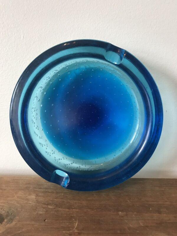 "VINTAGE HANDBLOWN ART GLASS CONTROLLED BUBBLE 2 TONE BLUE ASHTRAY ROUND 6 1/4"""