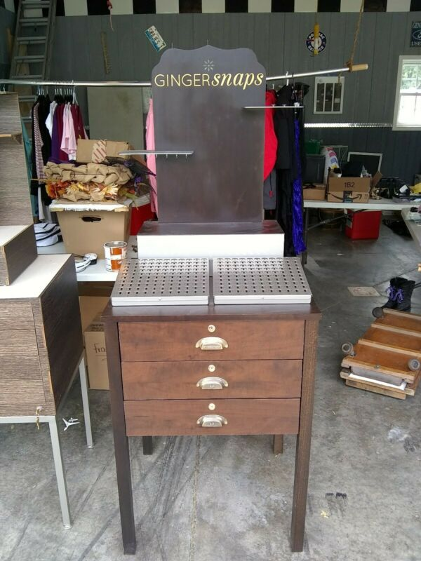 Ginger snaps Display Stand