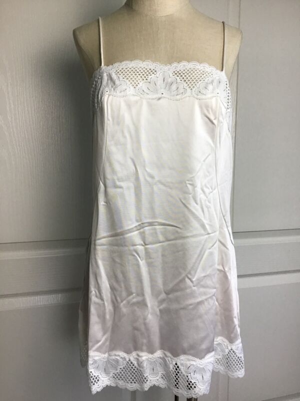 Vintage Vanity Fair women's pale pink and lace camisole Slip 38