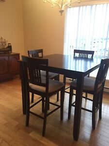Structube 4 place dining set