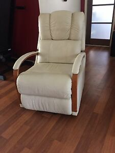 LaZBoy Leather Lift Chair recliner Cornubia Logan Area Preview