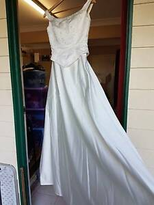 Bridal gown/Wedding dress. US Sz 6 (8-10 Aus) Cream satin beaded Everton Park Brisbane North West Preview