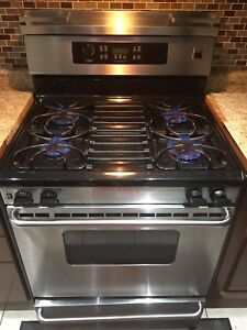 Stainless Steel Gas Stove in good conditions.