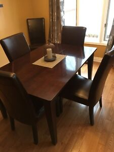Beautiful Dining Room Table for Sale!