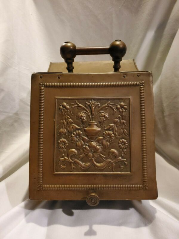 ANTIQUE VINTAGE BRASS EMBOSSED COAL HOD SCUTTLE BOX W/ STAMP WORK