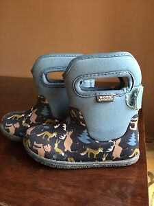 BOGS Boots - Navy Woodland Size 7