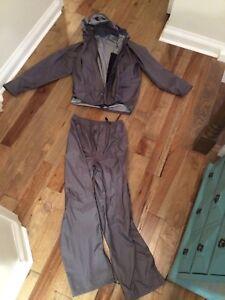 Men's rain suit by Inoya, size L