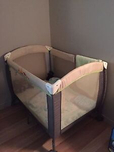 Parc pour bébé/baby play and sleep crib