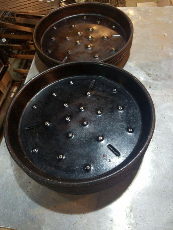 Ten (10) 12 inch pizza pans Heavy duty