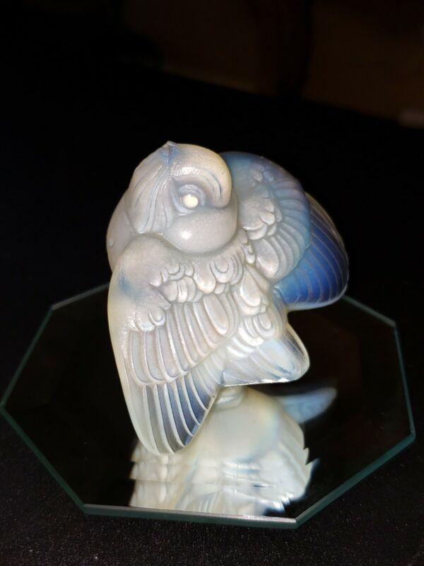 Vintage Art Deco Sabino opalescent glass Teasing bird wings down.