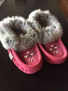 Chief Laurentian Moccasins size 8 womens