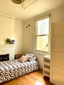 Clean cozy inner CBD private room all bills included