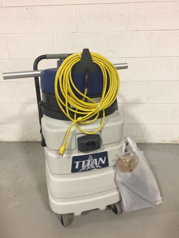 Windsor Titan Wet Vac T716