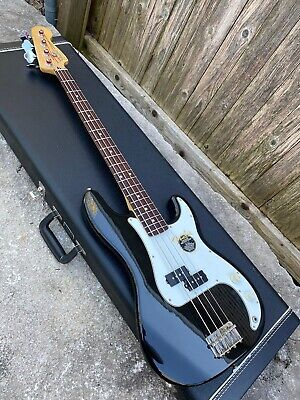 1998-99 MIM Fender Precision P Bass Electric Guitar & Hard Case **Clean!!!**