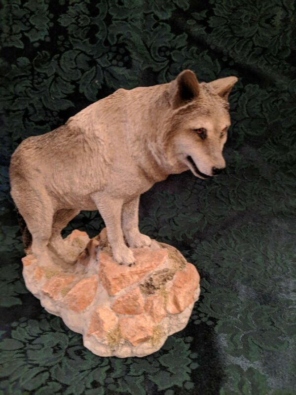 """Living Stone Wolf """"Lookout"""" Figurine Statue Resin"""